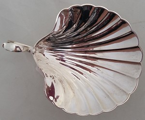 - shell Dish- handle- footed