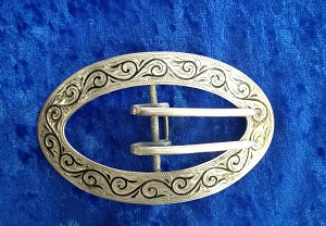 - Buckle w/black enamel-oval